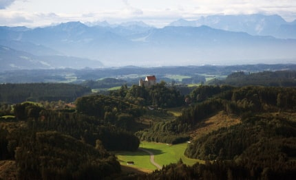 Slot Waldburg en blik op de Alpen