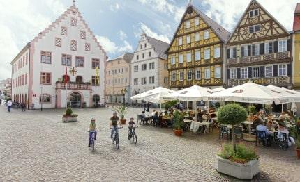Markt met raadhuis in Bad Mergentheim